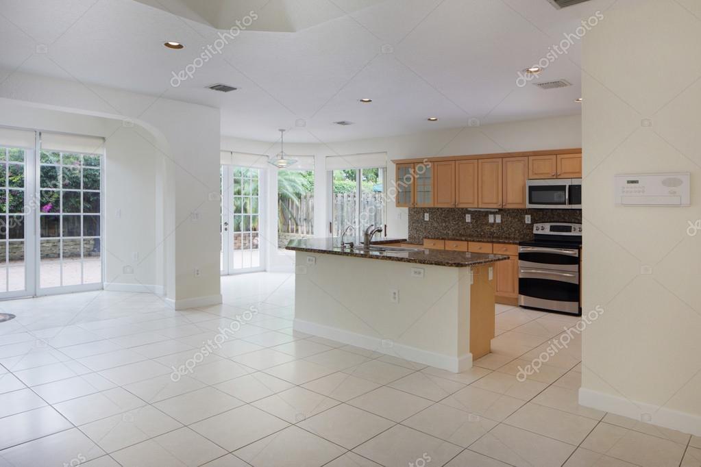 soggiorno con cucina vista — Foto Stock © felixtm #74477795