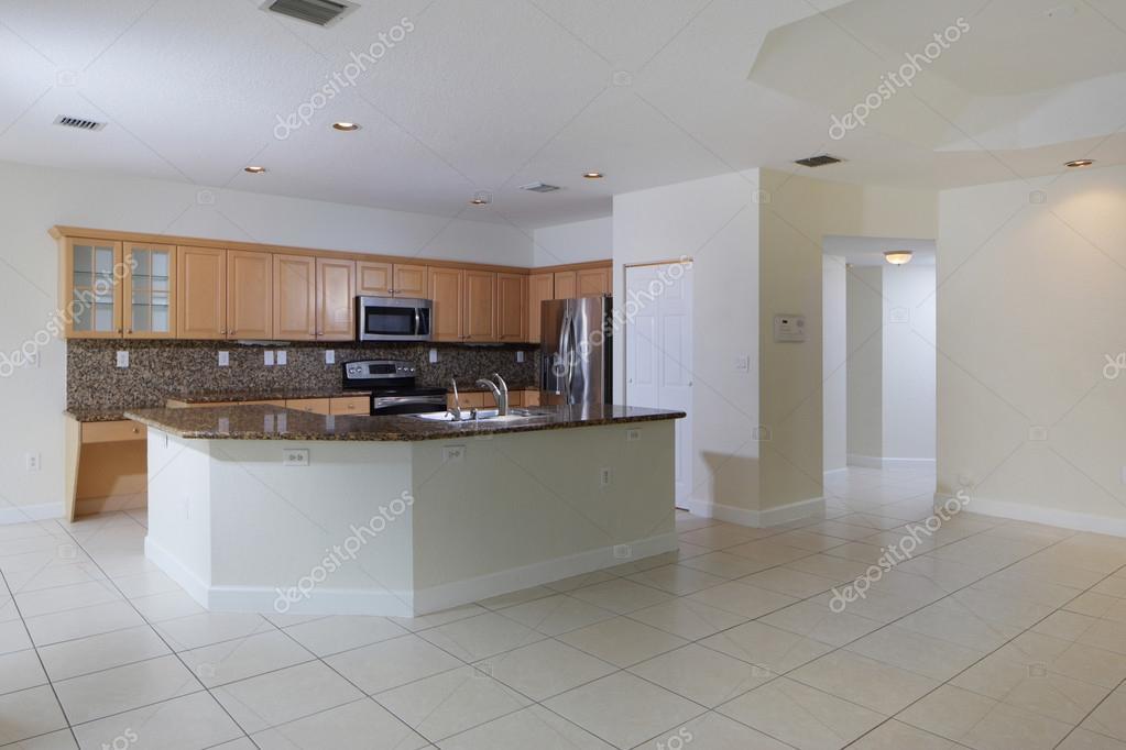 soggiorno con cucina vista — Foto Stock © felixtm #74477797