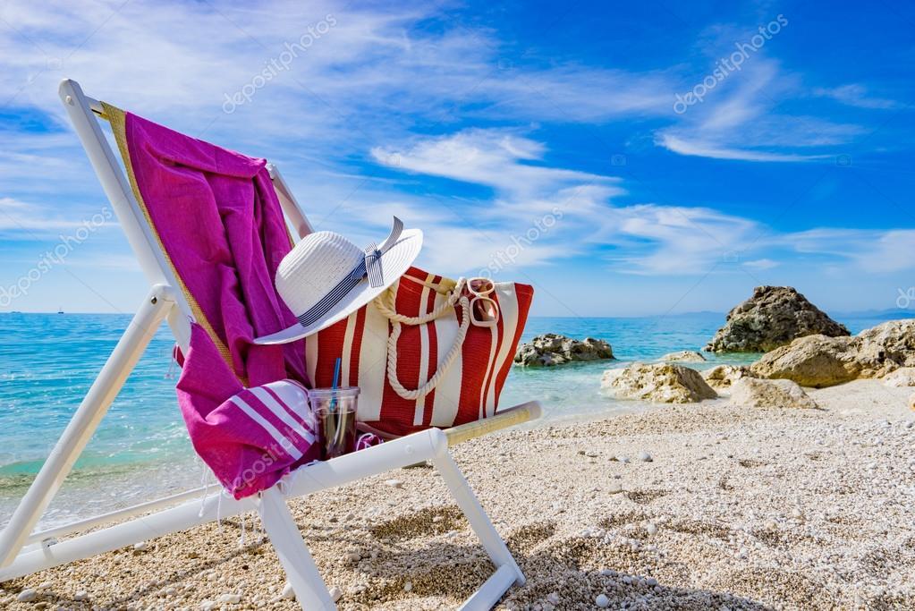 strand mit liegestuhl handtuch tasche hut stockfoto netfalls 123228384. Black Bedroom Furniture Sets. Home Design Ideas