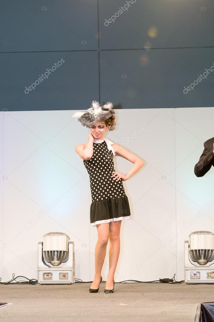 Подиум показа мод — стоковое фото. Москва, Россия - 28 октября, 2009 - показ  на выставке Intercharm публичное мероприятие — Фото автора nikitabuida e097bb3d652