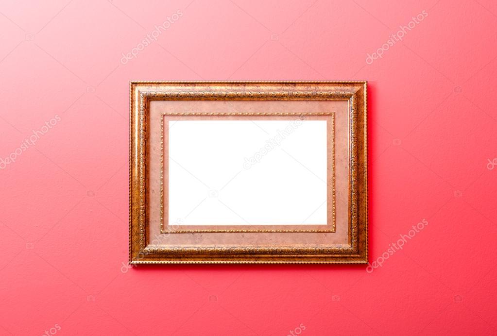 Hermoso antiguo marco de madera pintado en color oro — Foto de stock ...