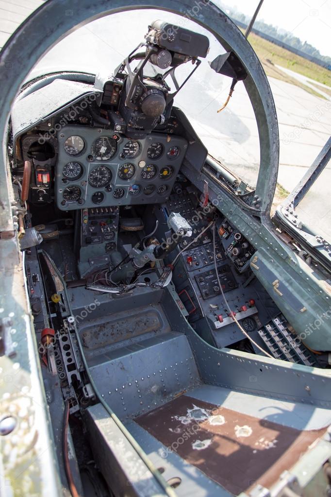 Cabina di aereo da caccia russi foto stock alexeyzel for Piani di cabina 32x32