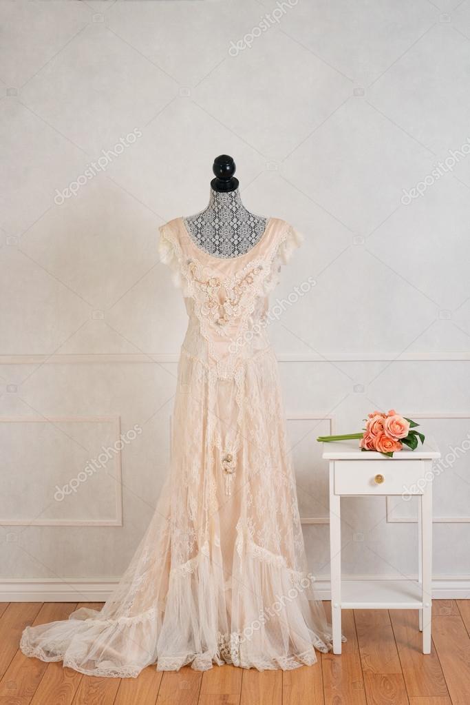 Sukienka Wesele Z Róż Bukiet Zdjęcie Stockowe Mcgphoto 119866338