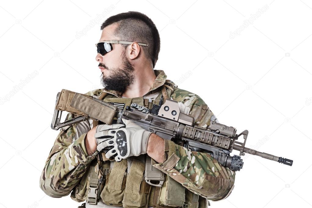 Gröna baskrar oss armén Special Forces Group soldat studio skott — Foto av  zabelin f32326280ea4b