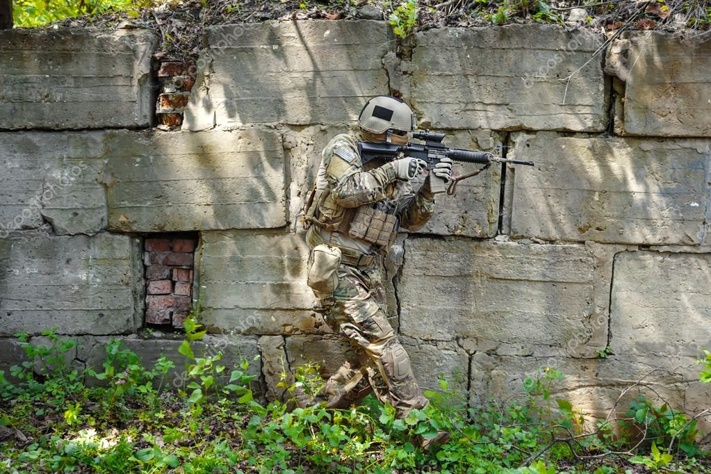 Gröna baskrar oss armén Special Forces Group soldat — Foto av zabelin 0c129e67a7731