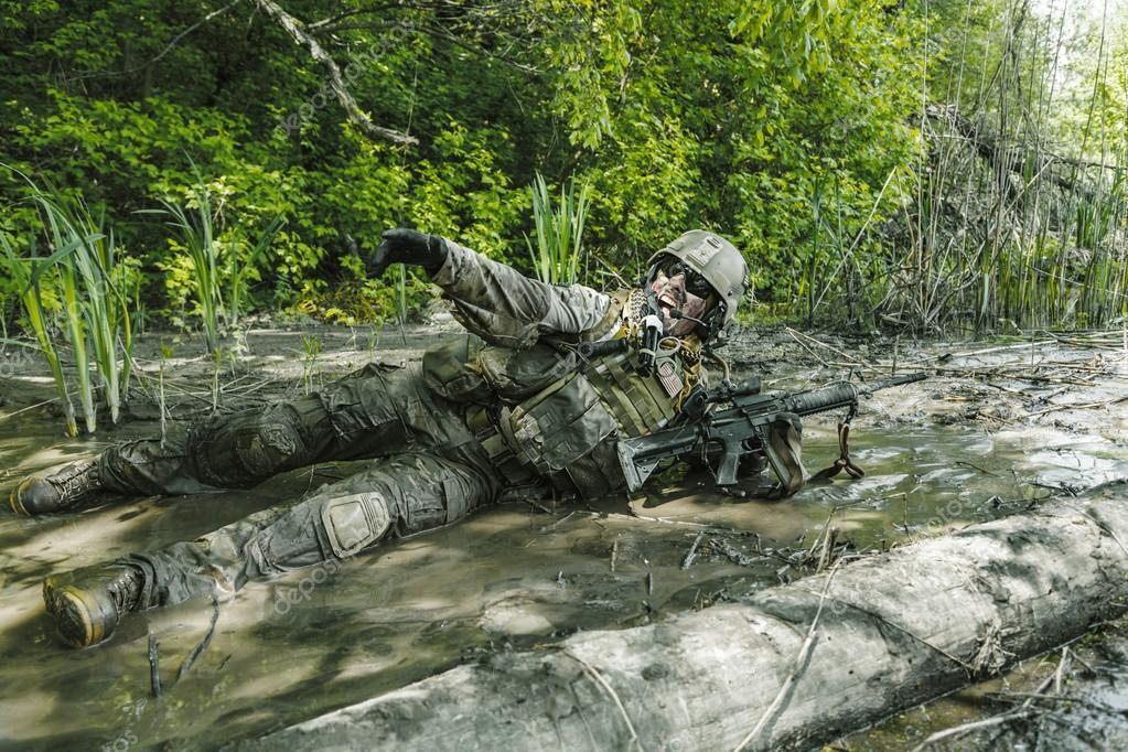 Gröna baskrar oss armén Special Forces Group soldat i aktion — Foto av  zabelin 896dd519563f7