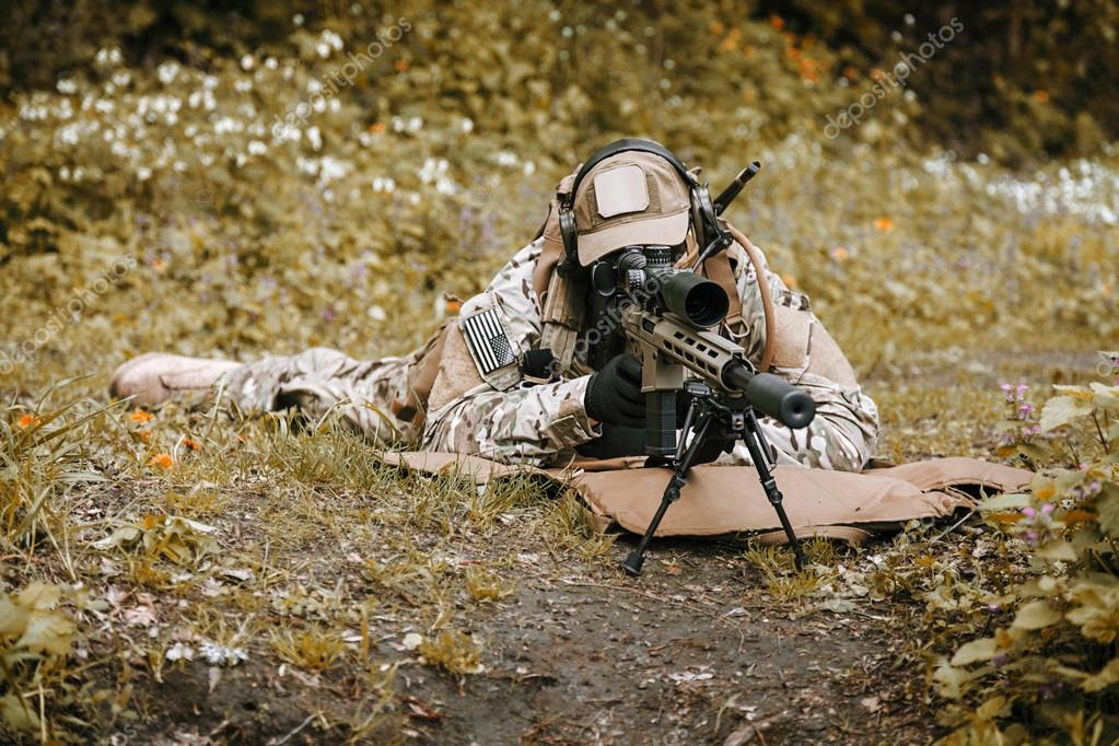 Gröna baskrar oss Army Special Forces grupp prickskytt i aktion — Foto av  zabelin 48c3a84b84a5d
