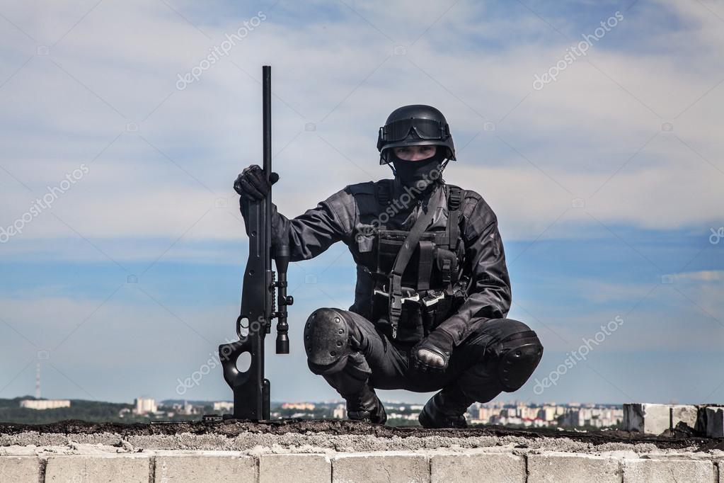 SWAT policía francotirador — Foto de stock © zabelin #87111630