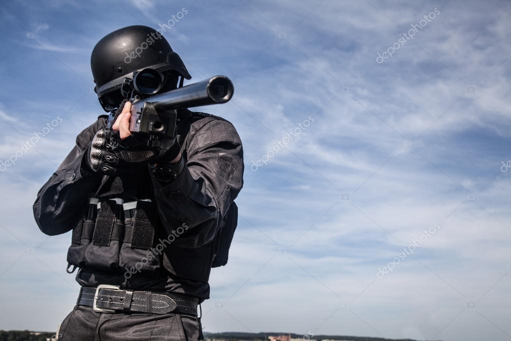 SWAT policía francotirador — Foto de stock © zabelin #87111660
