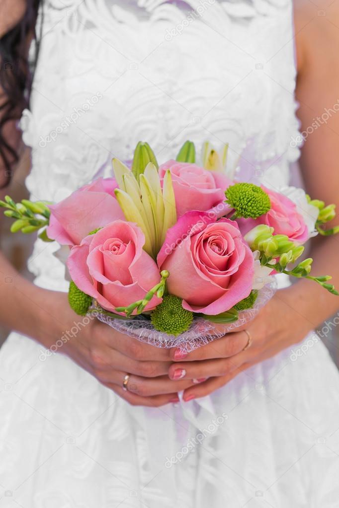 Hochzeitsstrauss Rosa Rosen Und Blatter Stockfoto C Smile19 73962637