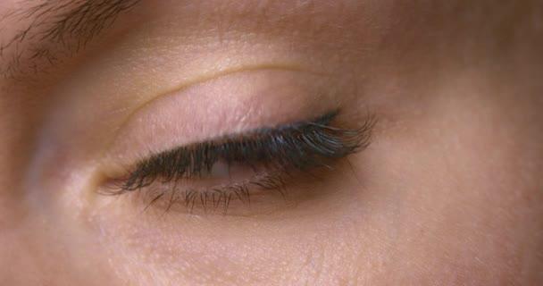 Zblízka ženské oko