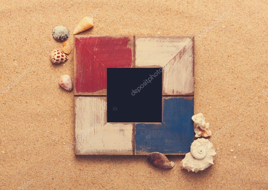 marco de fotos en la arena — Foto de stock © korovin #63374915