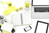 Laptop a kancelářské věci