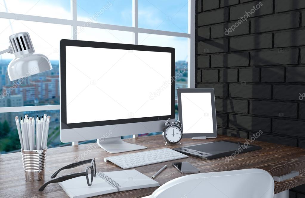 窓の近くの Pc 画面 ストック写真 Merznatalia 74184947