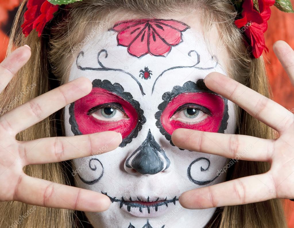 Imagenes De Maquillaje Para Descargar: Niña Con Máscara De Maquillaje