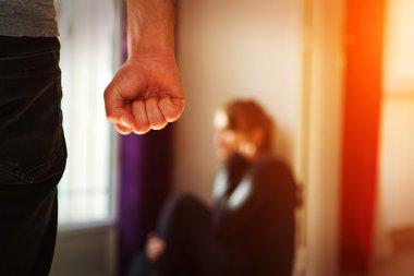 Evde aile içi şiddet