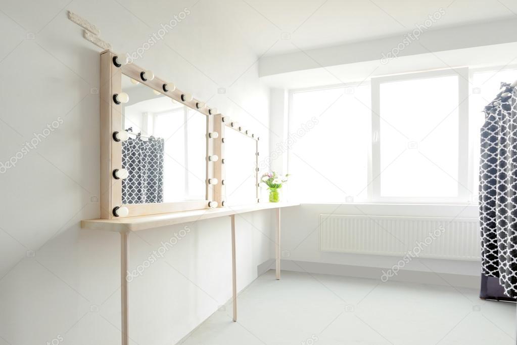 Make-up spiegel verlichting — Stockfoto © VolodymyrBur #124166476