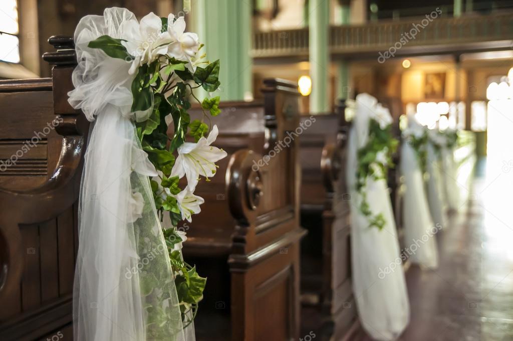 dekorera kyrkan bröllop