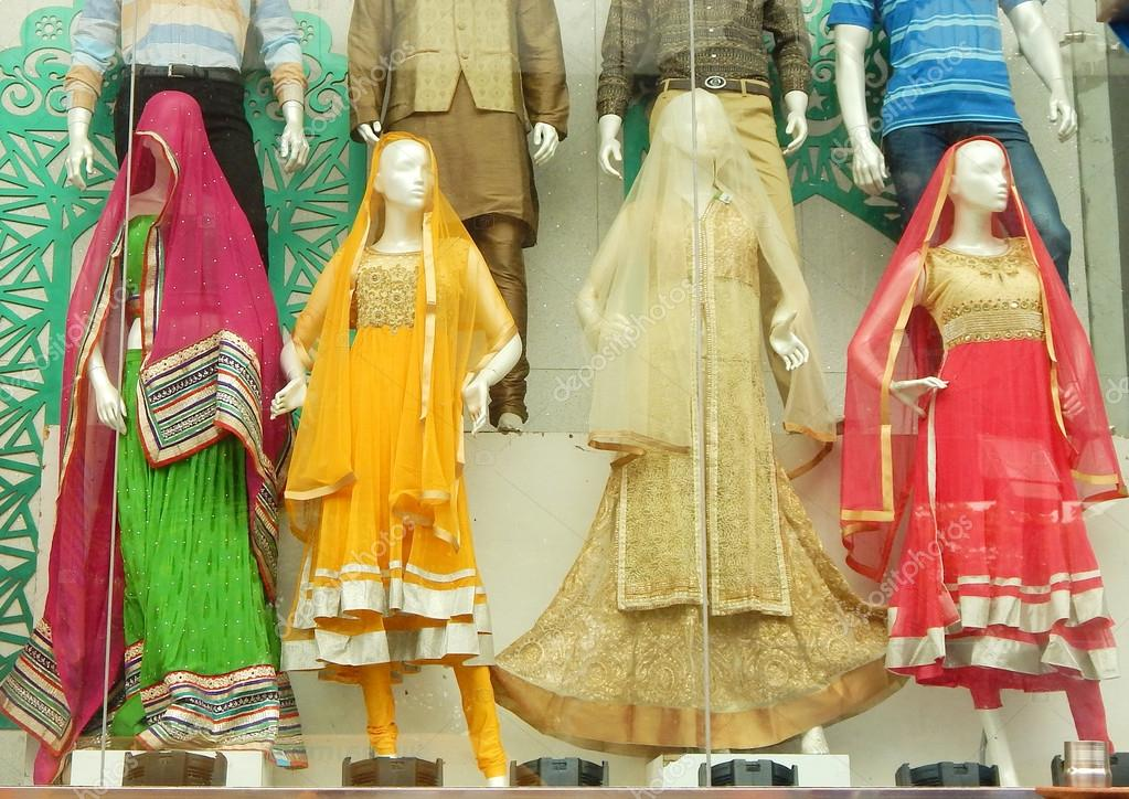 79656604c8 Mannequins dressed in latest Indian dress in front of a retail cloth shop —  Stock Photo