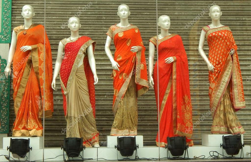 Schaufensterpuppen gekleidet in neuesten indischen Mode Kleid ...