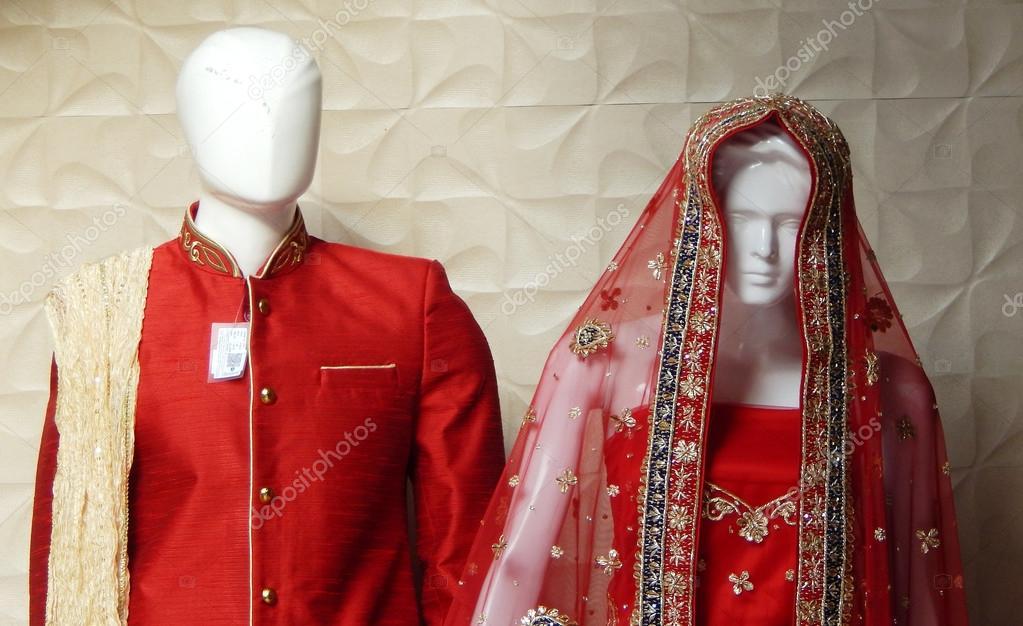 Schaufensterpuppen gekleidet in neuesten indischen Mode Kleidung für ...