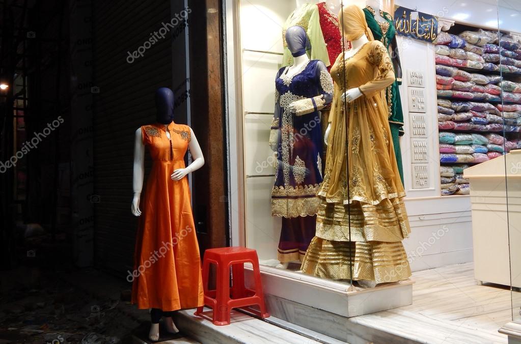 Schaufensterpuppen gekleidet in neuesten indischen Mode Kleid für ...