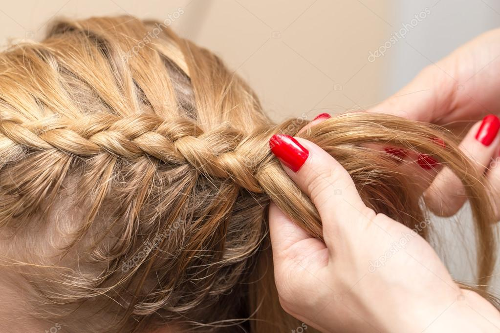 Geflochtene Zöpfe Im Beauty Salon Stockfoto Schankz 121441076