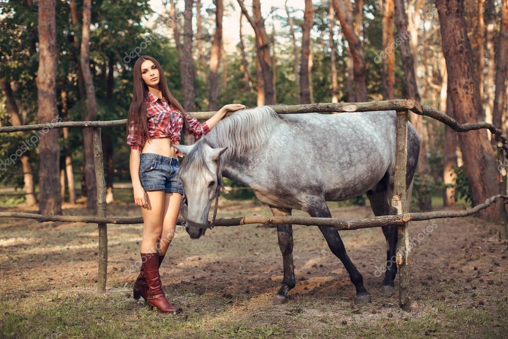 Frau pferde sex In eine