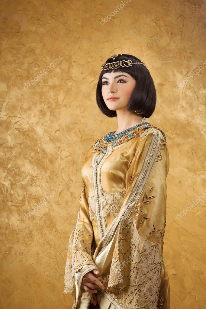 Piękna Kobieta Jak Egipska Królowa Kleopatra Na Złotym Tle Zdjęcie