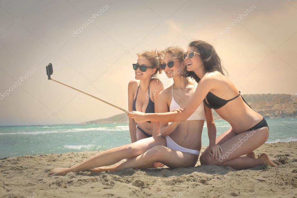 Three girls doing a selfie