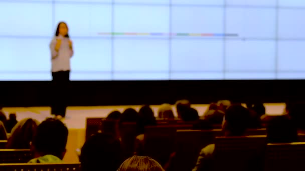 Publikum hören einen Vortrag