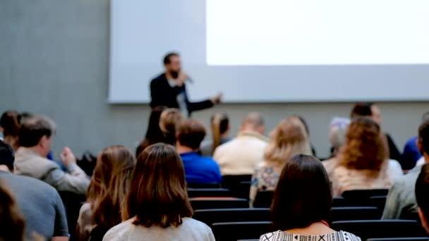 Fotografie Publikum hören einen Vortrag