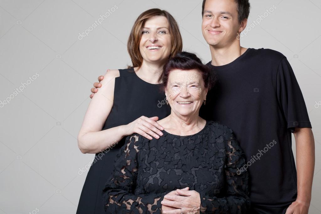 Resultado de imagen para imagen de abuela hija y nieto