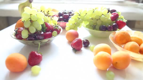 a táblázat különböző nyári gyümölcsök