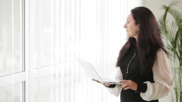 žena hospodářství laptop