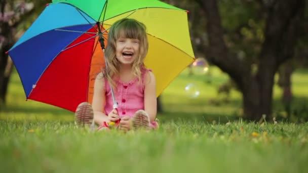 esernyő ülő lány