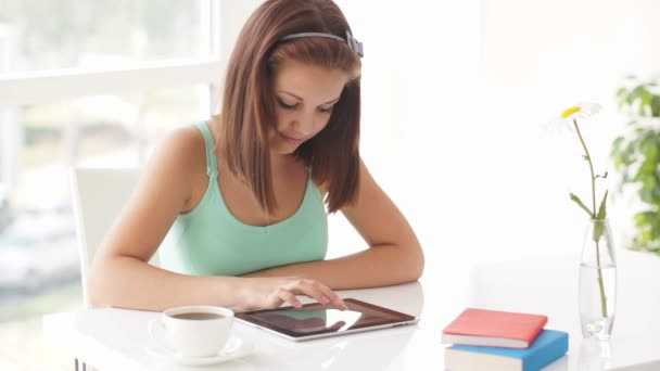 girl  using touch pad