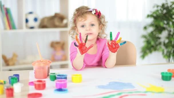 Lány a piszkos kéz rajzot