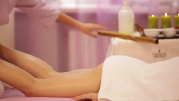 Profesionální masérka dělat masáž