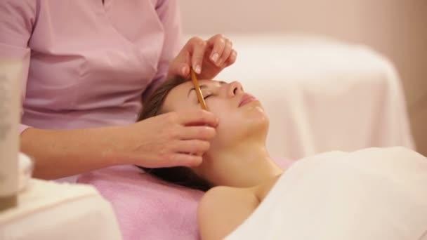 női arc masszázs terapeuta