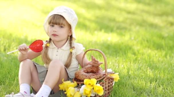 šťastné dítě s lízátko
