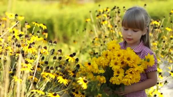 dívka s žlutými květy.