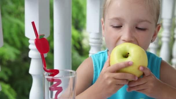 Lány étkezési sárga Alma