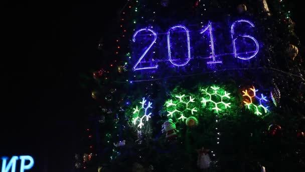 2016 znamení rozsvítí svítící vánoční stromeček