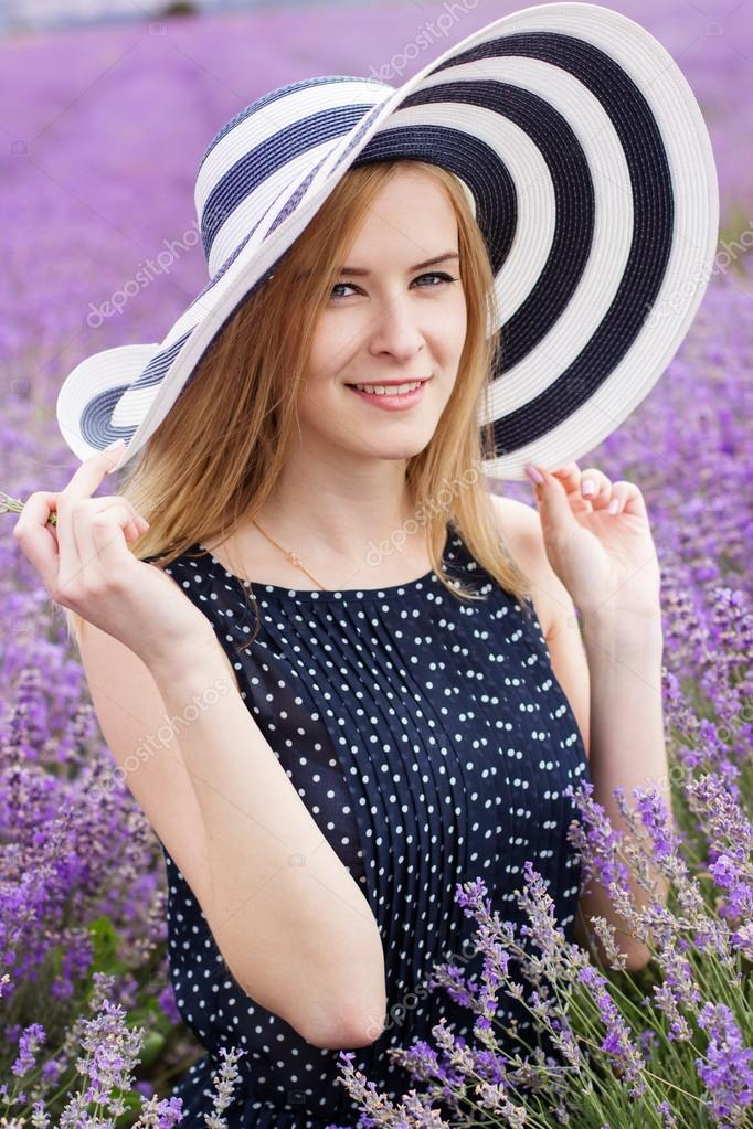Adorable girl in lavender field, Provans