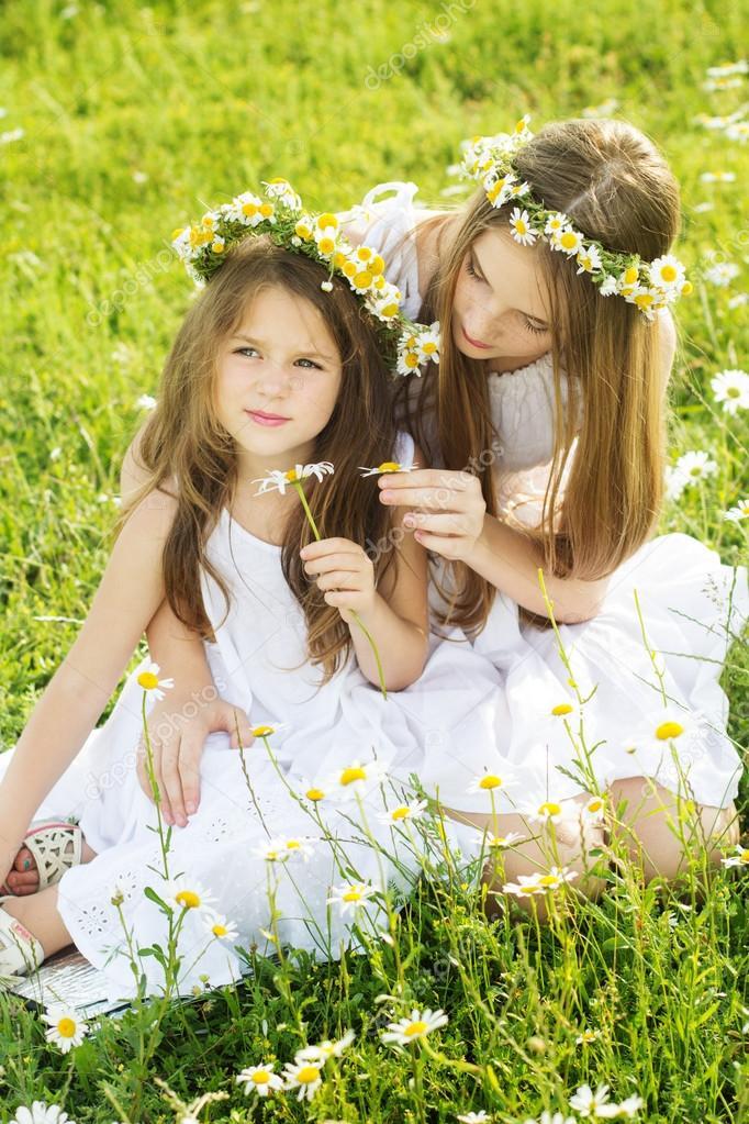 Девки в ромашку играют фото 692-296