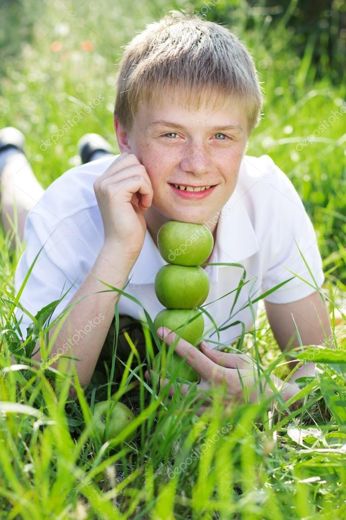 Blonde teen boy — pic 1