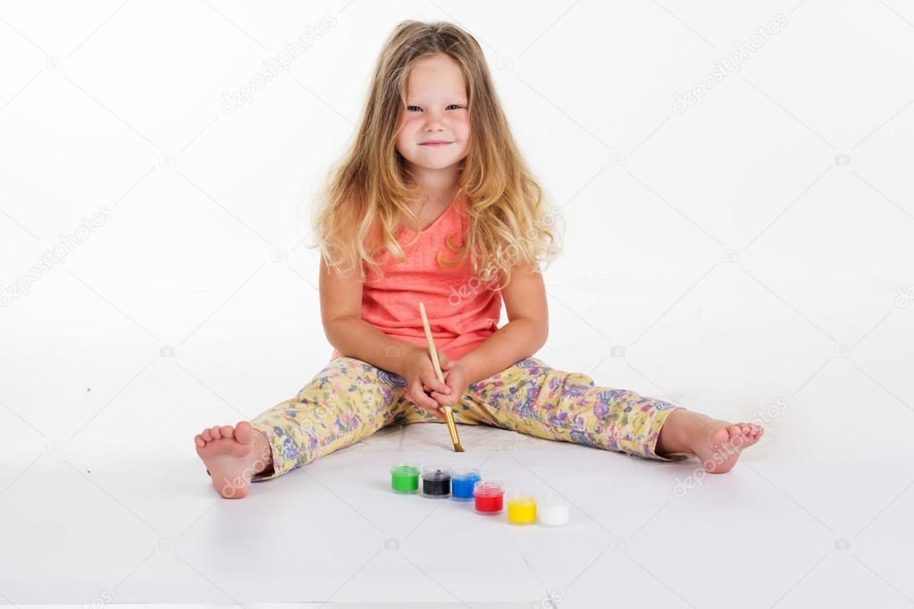 Mädchen sind Zeichnung Bilder von Farben — Stockfoto © _chupacabra_ ...