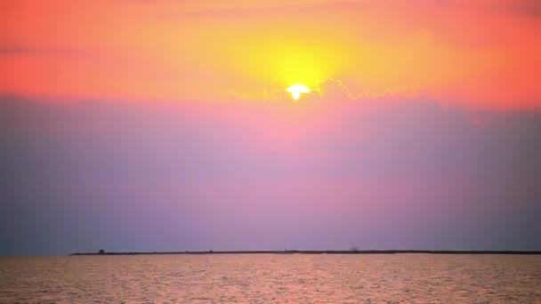 TimeLapse, gyorsítsa fel. A tenger a sunset madarakat. HD. 1920 x 1080