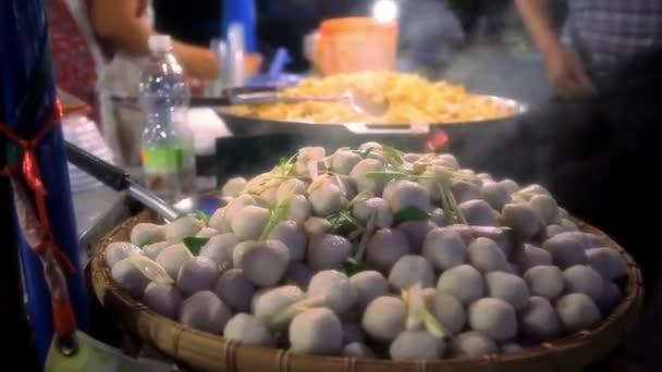 Tapioka koule s vepřovou náplní, thajské tradiční dezert. Koh Samui